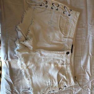 white lace up sides shorts